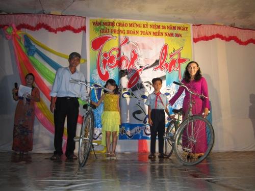 Hội diễn văn nghệ kỷ niệm ngày Miền Nam giải phóng-Trường TH Nguyễn Công Sáu