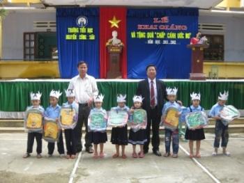 """Trường TH Nguyễn Công Sáu tưng bừng khai giảng và tặng quà """"Chắp cánh ước mơ"""""""